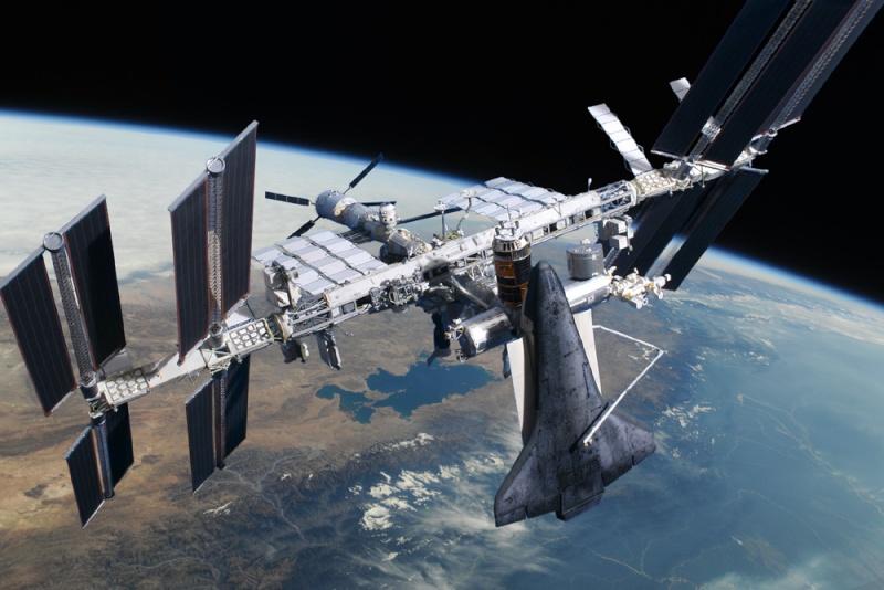 """""""Photo de famille"""" Photo d'ISS avec une navette arrimée. - Page 3 Sts-1311"""