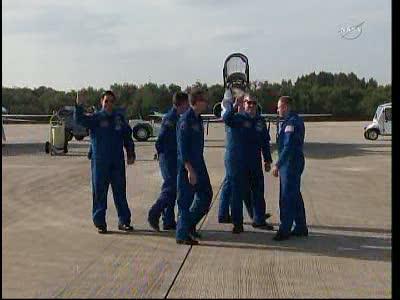[STS-134] Endeavour : Préparatifs lancement le 29/04/2011 - Page 12 Vlcsn135
