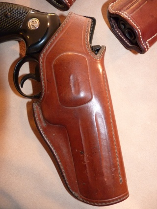 HOLSTERS REVOLVERS et AUTOS by SLYE P1020928