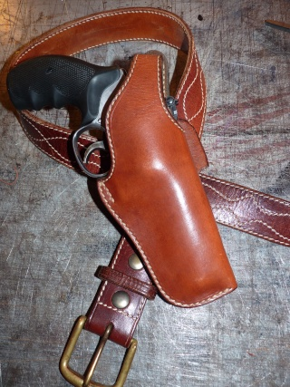 HOLSTERS REVOLVERS et AUTOS by SLYE P1020934