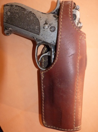 HOLSTERS REVOLVERS et AUTOS by SLYE P1020935