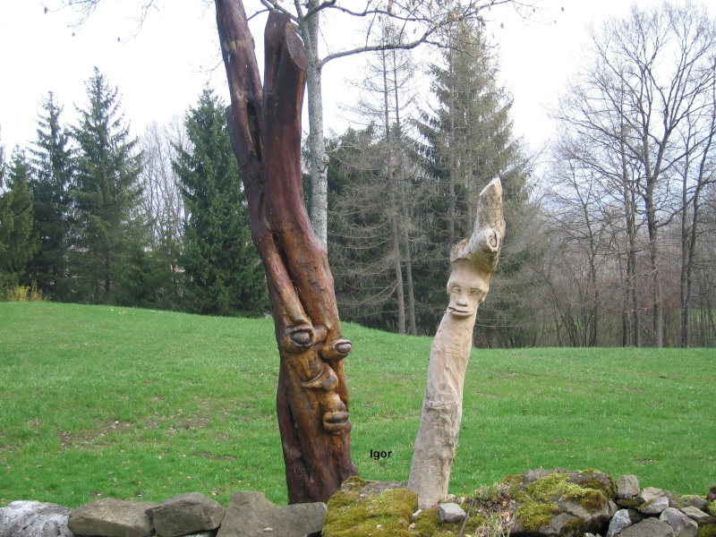 Une des mes sculptures à la tronçonneuse Chalet10