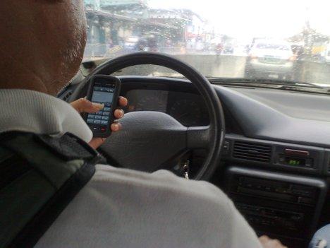 30% dos jovens admitem mandar SMS enquanto conduzem 72fc9b10