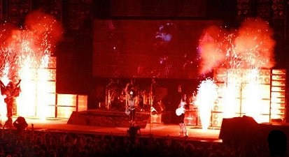 Alive  Worldwide  1996/1997 2222210