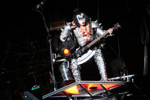 Alive 35 tour Gene_g11