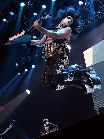 Sonic Boom Over Europe: La tournée 2010.. Kisspa10