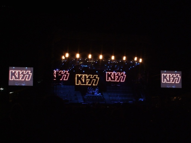 Alive 35 tour Logo_g10