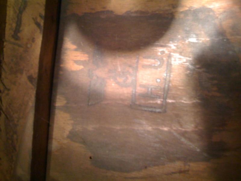 Chaise en bois marquee de de l'aigle avec les lettres H.U Photo_11