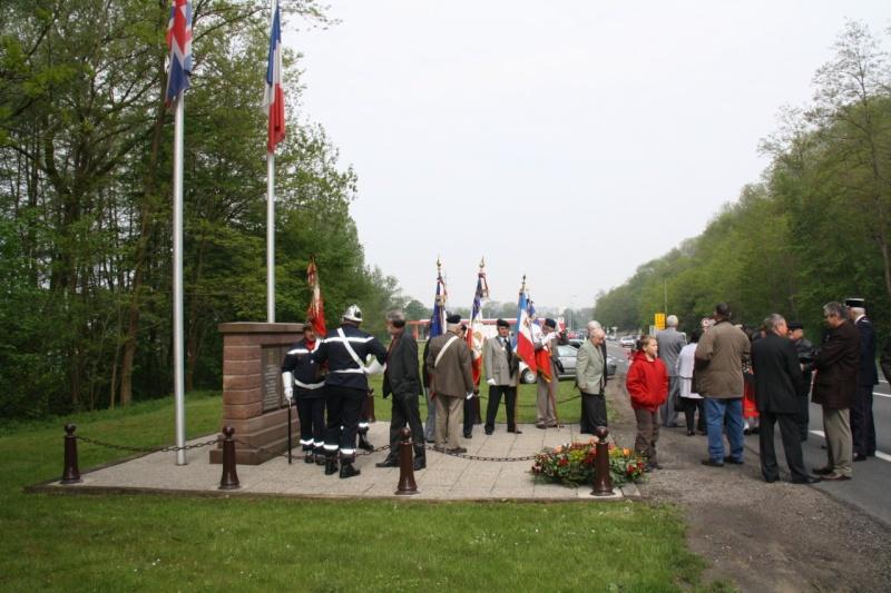 Cérémonie commémorative du 65e anniversaire de la victoire du 8 mai 1945 Img_8422