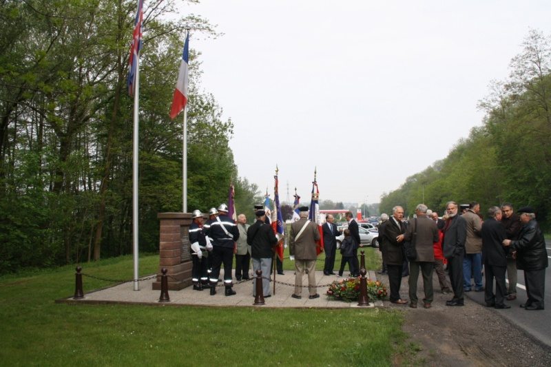 Cérémonie commémorative du 65e anniversaire de la victoire du 8 mai 1945 Img_8429