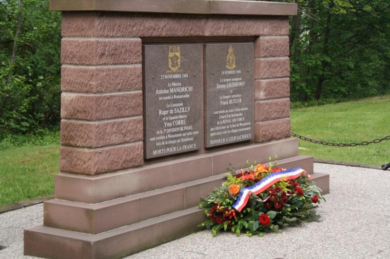 Cérémonie commémorative du 65e anniversaire de la victoire du 8 mai 1945 Img_8523