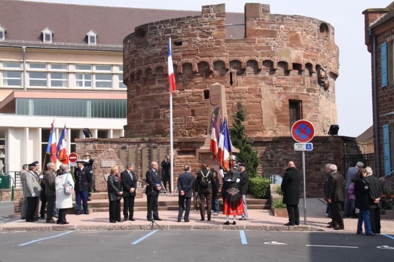 Cérémonie commémorative du 65e anniversaire de la victoire du 8 mai 1945 Img_8529
