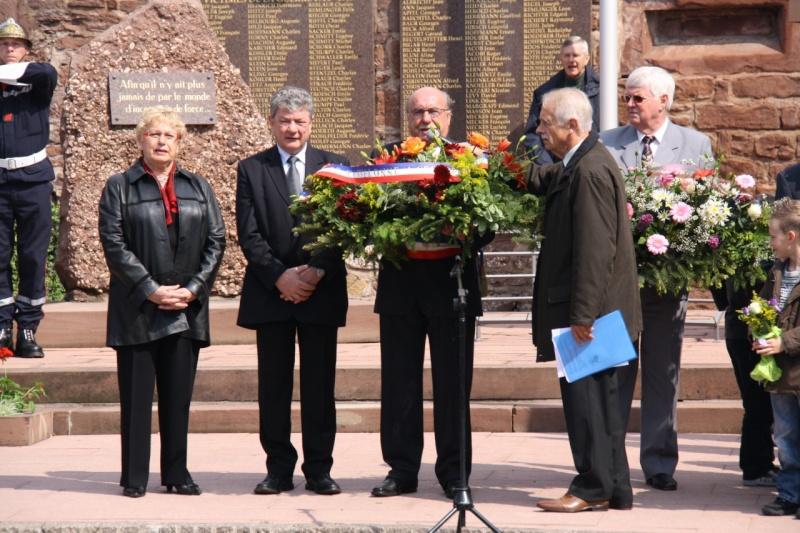 Cérémonie commémorative du 65e anniversaire de la victoire du 8 mai 1945 Img_8531