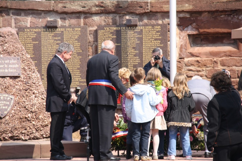 Cérémonie commémorative du 65e anniversaire de la victoire du 8 mai 1945 Img_8533