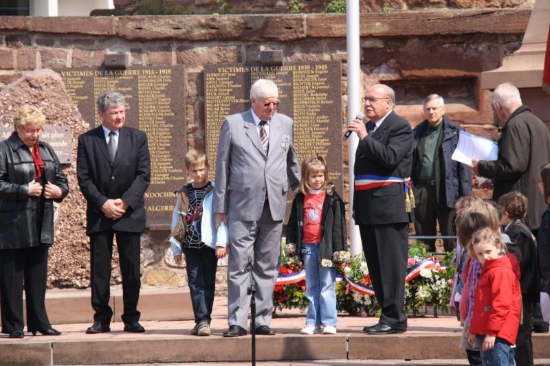 Cérémonie commémorative du 65e anniversaire de la victoire du 8 mai 1945 Img_8537