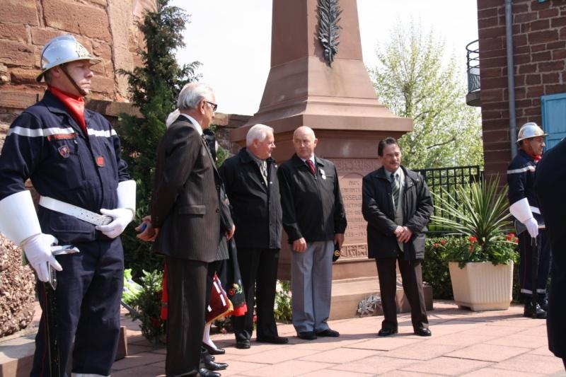 Cérémonie commémorative du 65e anniversaire de la victoire du 8 mai 1945 Img_8546