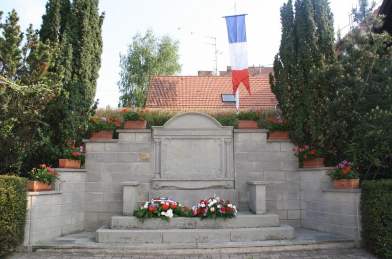 Cérémonie commémorative du 65e anniversaire de la victoire du 8 mai 1945 Img_8557