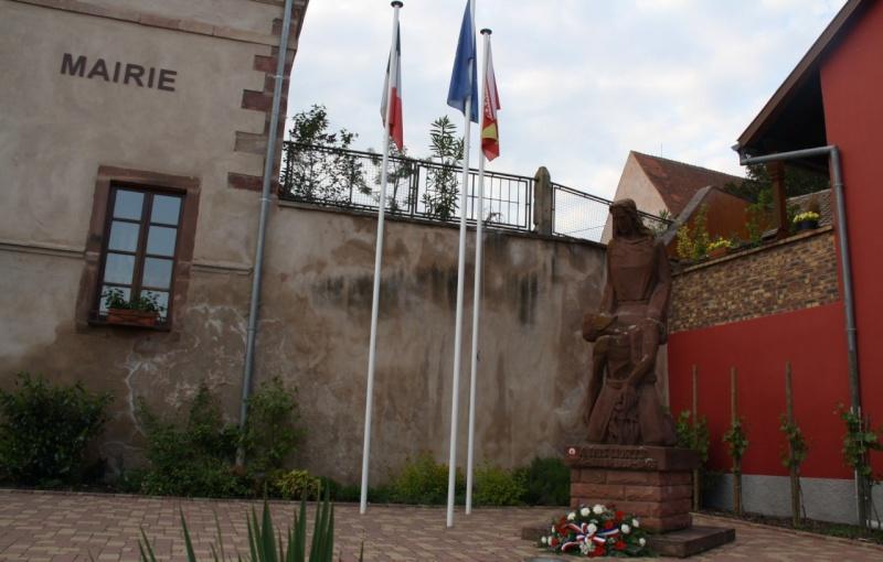 Cérémonie commémorative du 65e anniversaire de la victoire du 8 mai 1945 Img_8559