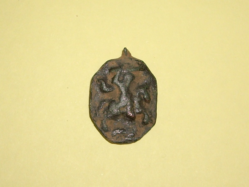 Médaille Vierge à l' Enfant et St-Georges probablement - XVIIème Imgp9111