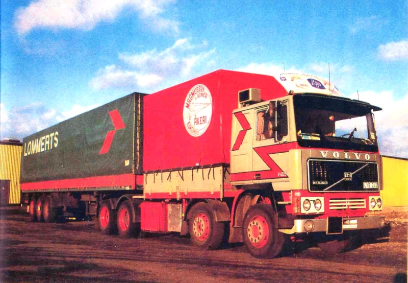 VOLVO F16 Globetrotter et ATLAS TR500S. Echelle 1/8° F128x410