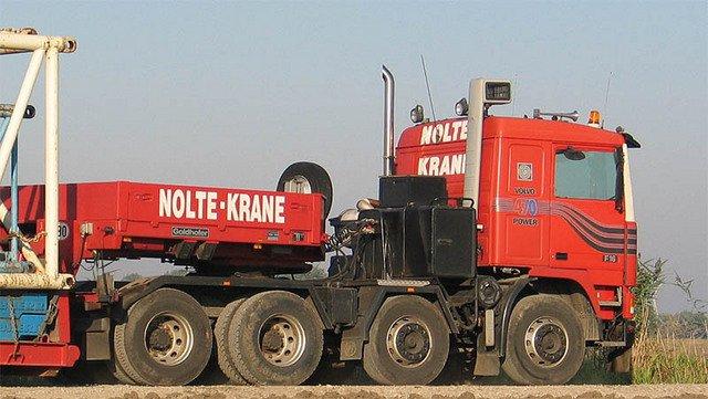 VOLVO F16 Globetrotter et ATLAS TR500S. Echelle 1/8° Volvof10