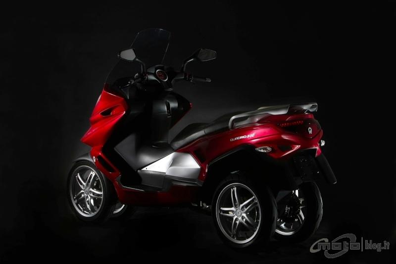 Quadro : Un scooter à 4 roues présenté à Milan  - Page 4 Big_qu10