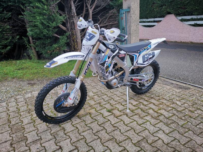 Présentez nous vos motos ! - Page 3 Img_2010