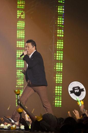 [PLURI] Concert de la YG Family Psyy_b10