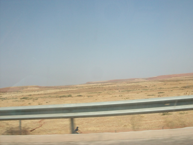 En route vers le sahara, avec ma Mercedes!  100_3049
