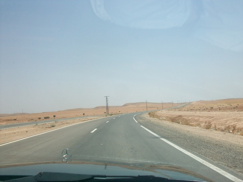 En route vers le sahara, avec ma Mercedes!  100_3052