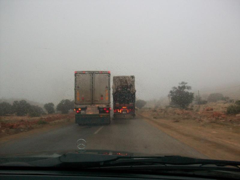 En route vers le sahara, avec ma Mercedes!  100_3214