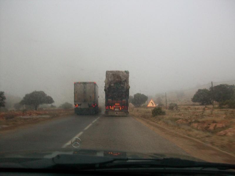 En route vers le sahara, avec ma Mercedes!  100_3215