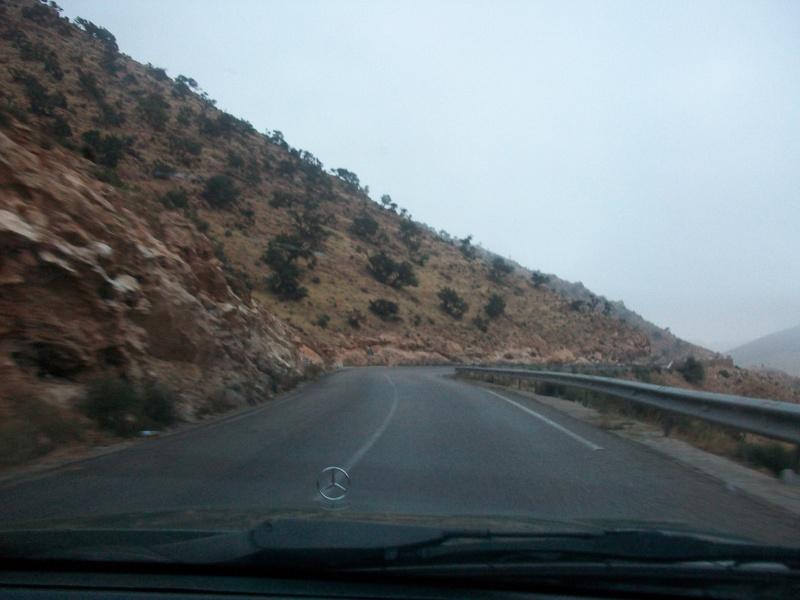 En route vers le sahara, avec ma Mercedes!  100_3223