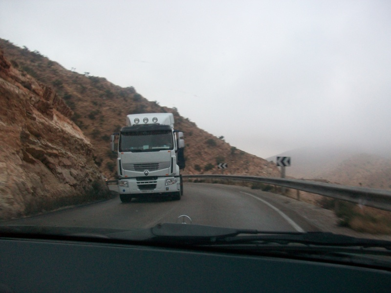 En route vers le sahara, avec ma Mercedes!  100_3225