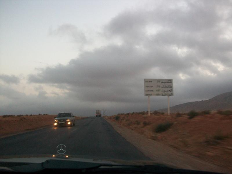 En route vers le sahara, avec ma Mercedes!  100_3249