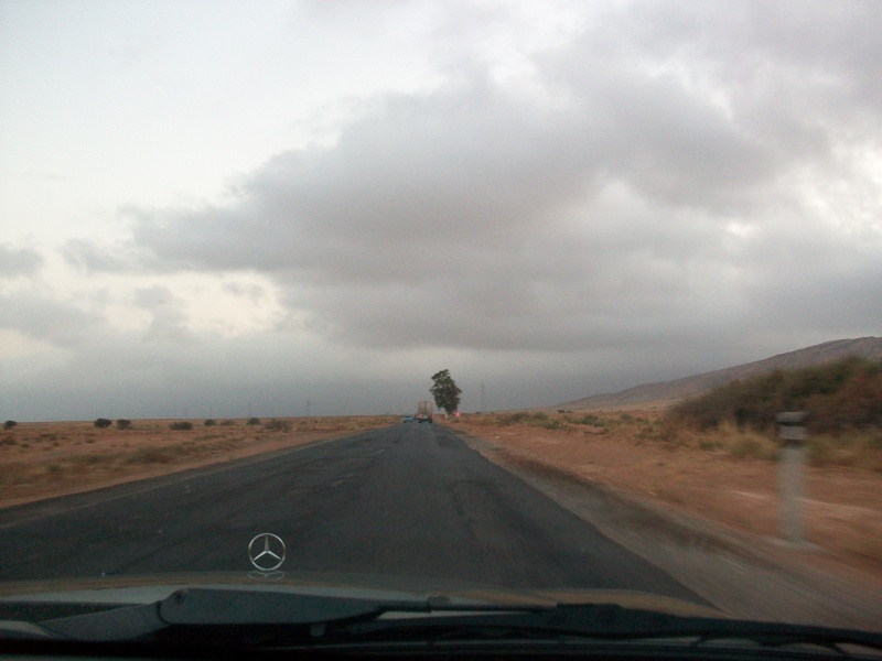 En route vers le sahara, avec ma Mercedes!  100_3250