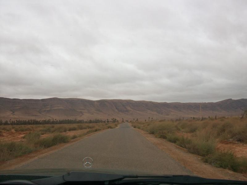 En route vers le sahara, avec ma Mercedes!  100_3315
