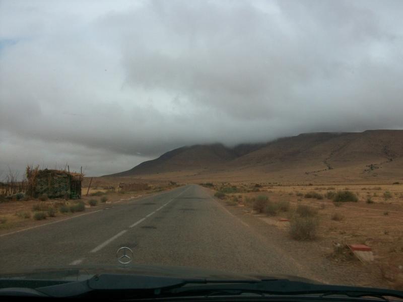 En route vers le sahara, avec ma Mercedes!  100_3320