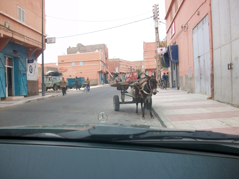 En route vers le sahara, avec ma Mercedes!  100_3323