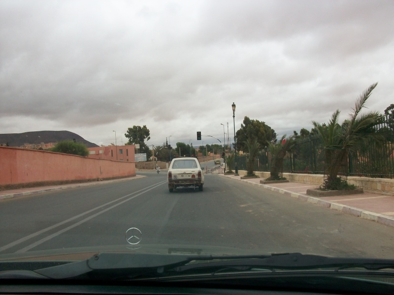 En route vers le sahara, avec ma Mercedes!  100_3324