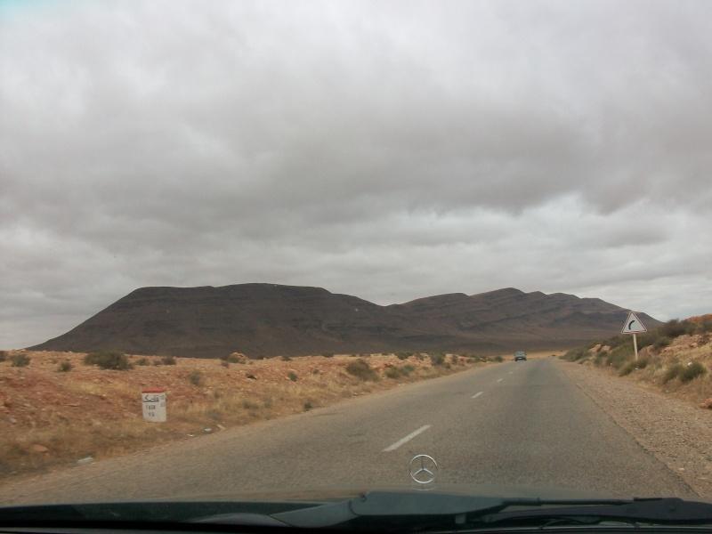 En route vers le sahara, avec ma Mercedes!  100_3325