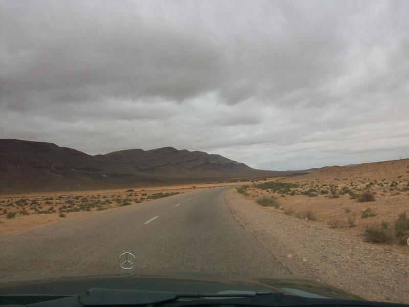 En route vers le sahara, avec ma Mercedes!  100_3326