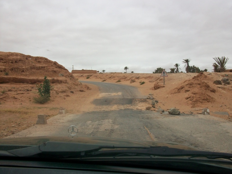 En route vers le sahara, avec ma Mercedes!  100_3331