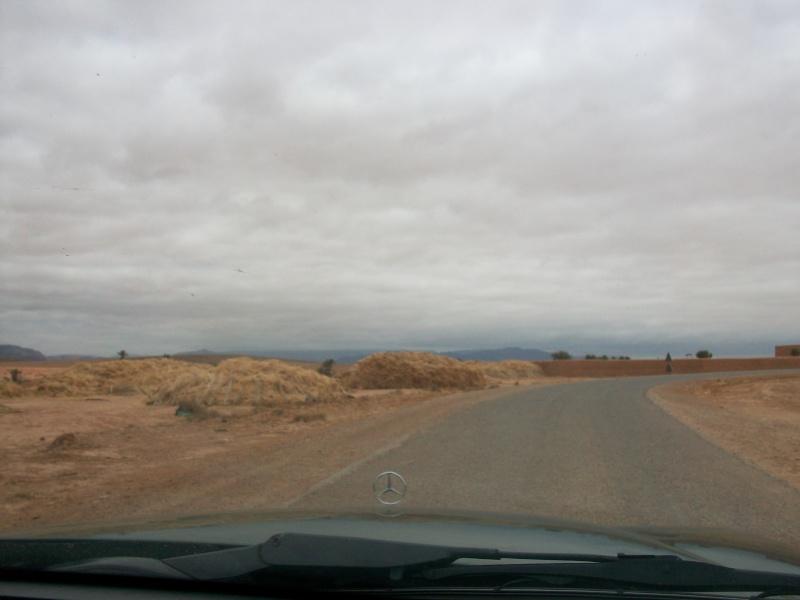 En route vers le sahara, avec ma Mercedes!  100_3334
