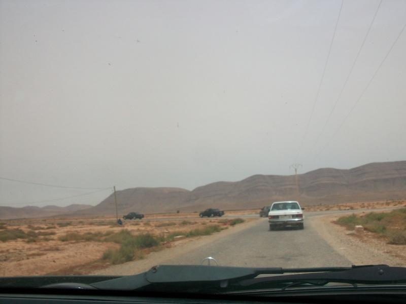 En route vers le sahara, avec ma Mercedes!  100_3417