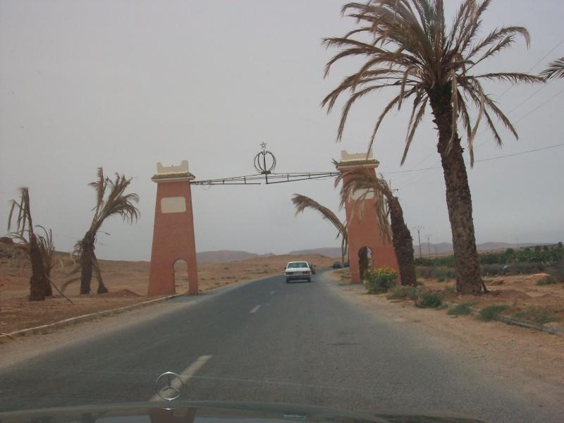 En route vers le sahara, avec ma Mercedes!  100_3420