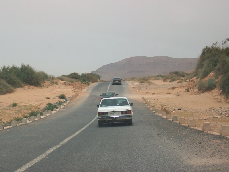 En route vers le sahara, avec ma Mercedes!  100_3427