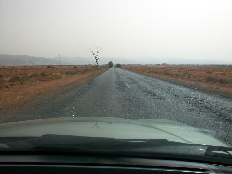 En route vers le sahara, avec ma Mercedes!  100_3513