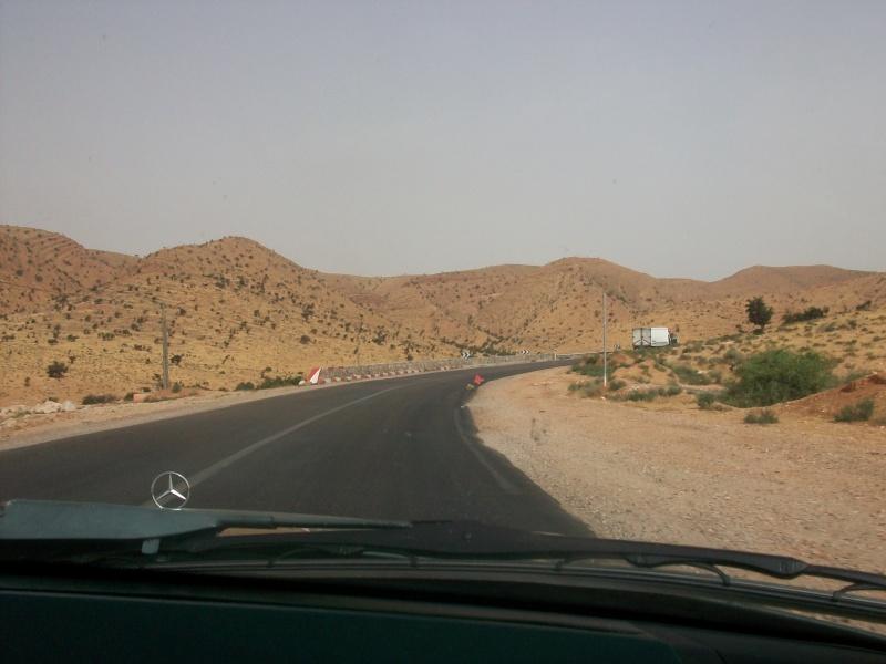 En route vers le sahara, avec ma Mercedes!  100_3516