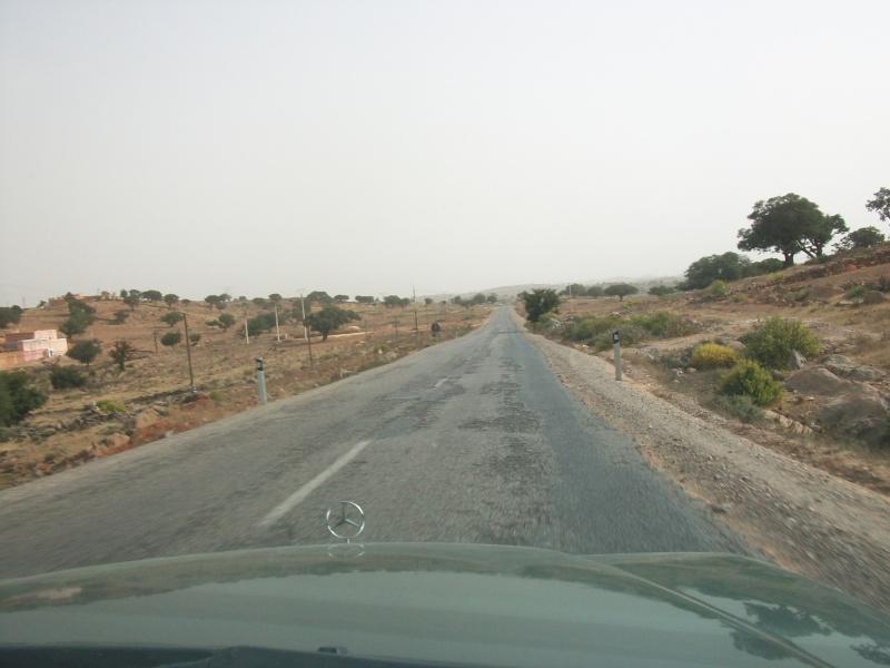 En route vers le sahara, avec ma Mercedes!  100_3521